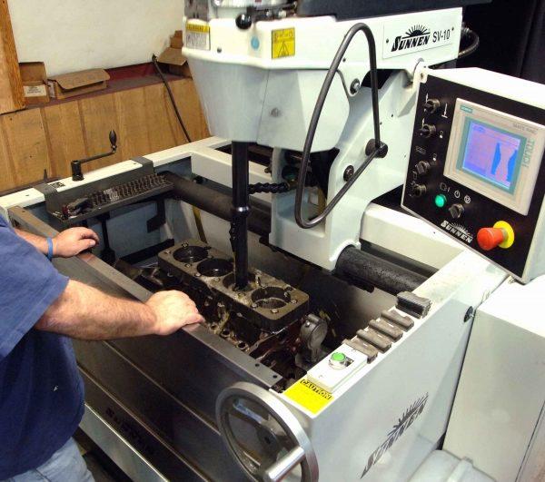 honowanie cylindrów silników spalinowych